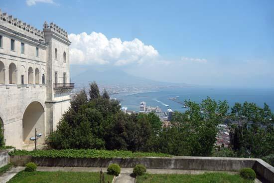 DAY2-12サンテルモ城からヴェスビオ火山.jpg