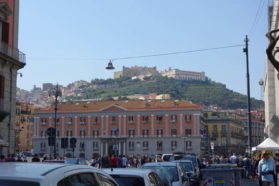 Napoli サンタルチアからサンテルモ城.jpg